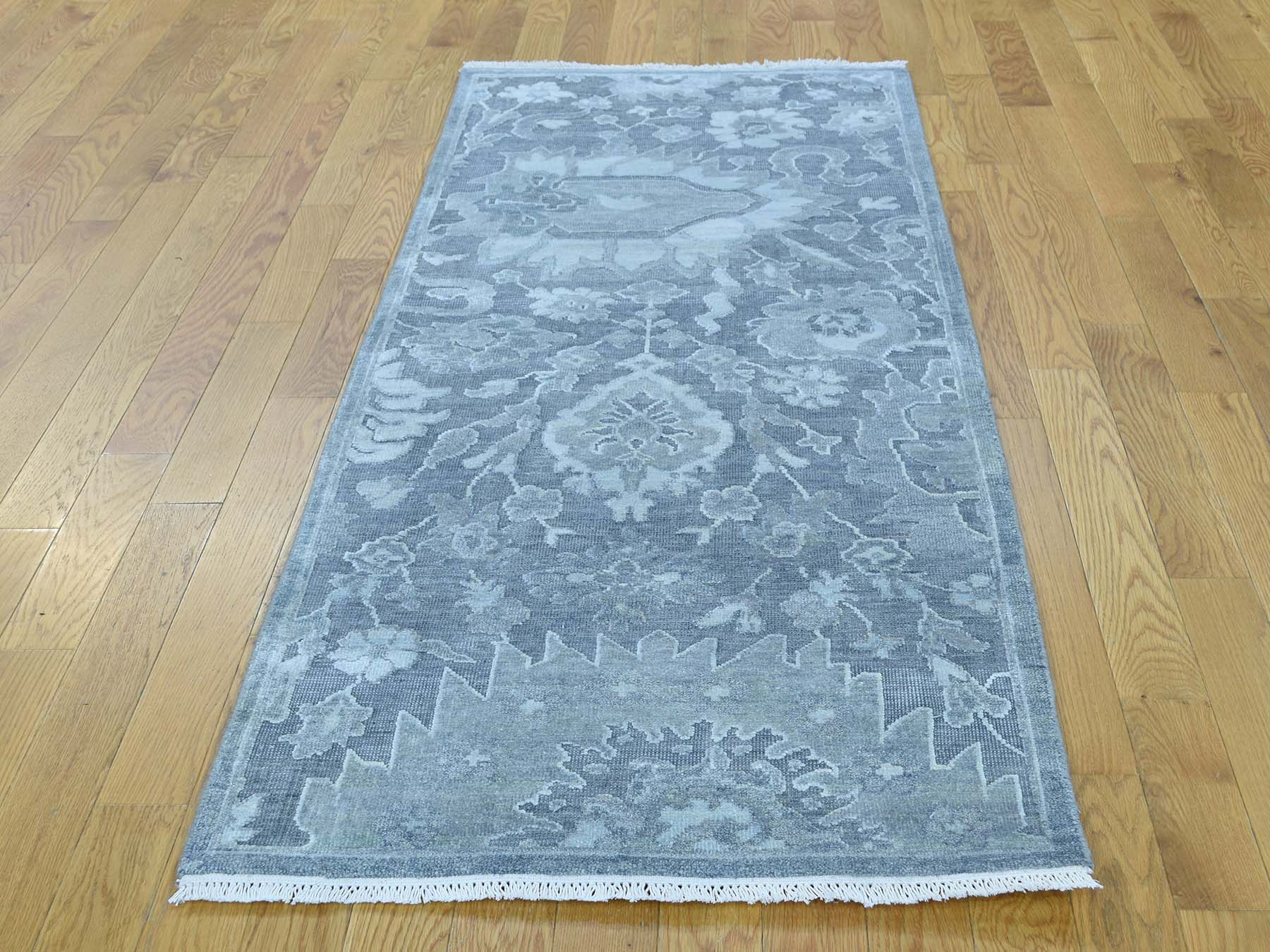 Traditional Silk Hand-Knotted Area Rug 2'5