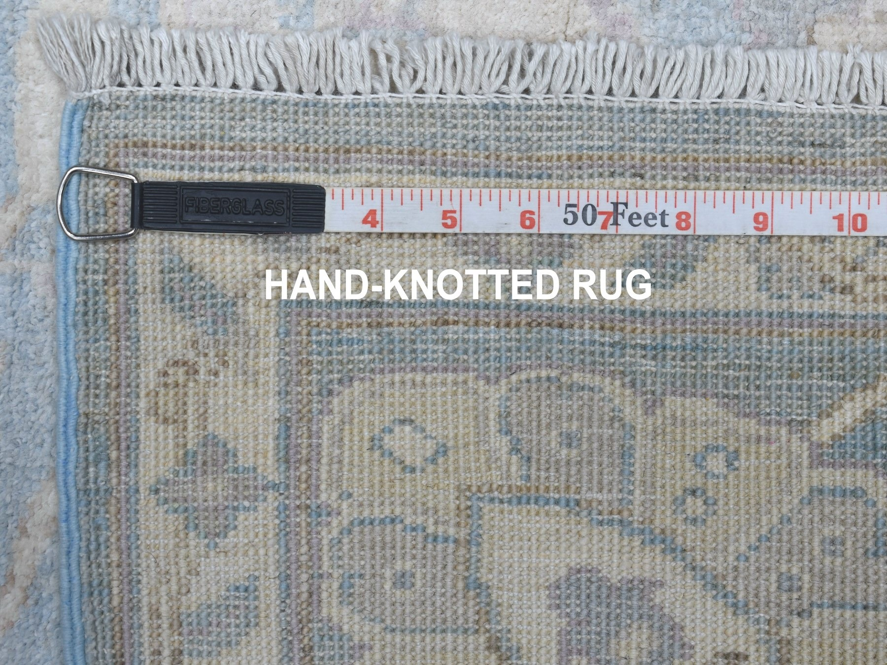 Traditional Wool Hand-Knotted Area Rug 2'8